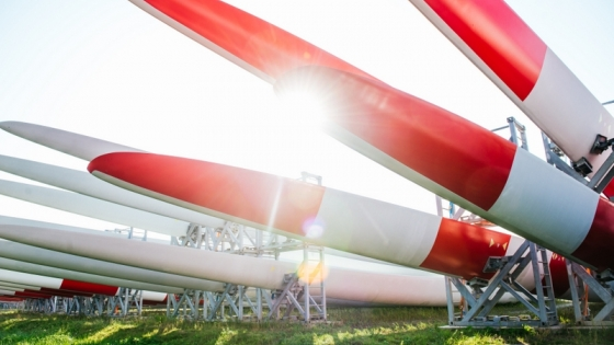 Wielkie śmigła świetnie widać z drogi S3. Świetnie reklamują Goleniowski Park Przemysłowy /fot.: mat. UM Goleniów /